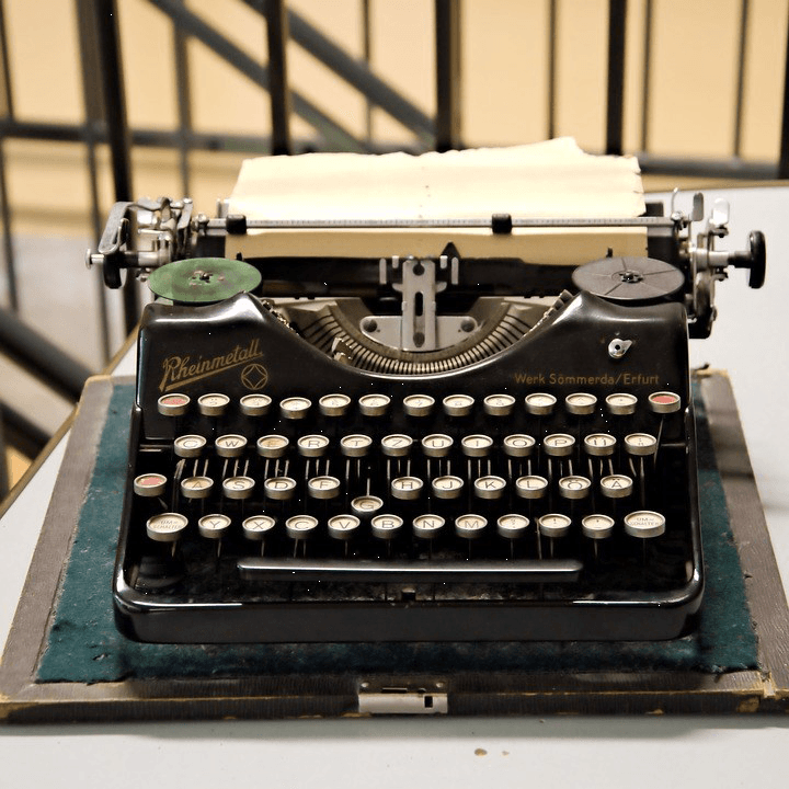 Image of a typewriter.